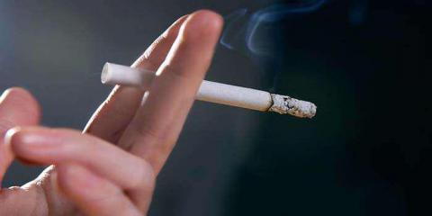 Gli scienziati hanno scoperto quanto peso guadagnano le persone che hanno smesso di fumare