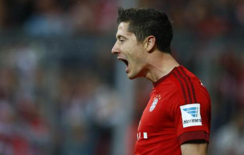 Lewandowski segna 5 gol in 9 minuti: impresa oltre il record (VIDEO)