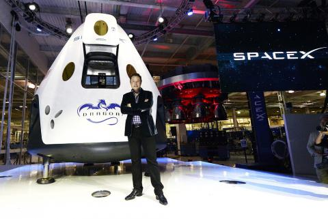 SpaceX, nuovi test per la capsula Dragon V2