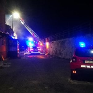 Catanzaro, incendio doloso in un pub del lido: due morti
