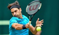 Tennis, Halle: Federer salva due match point e vola ai quarti. Avanti anche Seppi